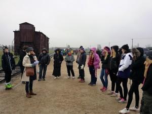 Elever från Strömsunds kommun besöker Auschwitz-Birkenau. Foto: Mathan Ravid