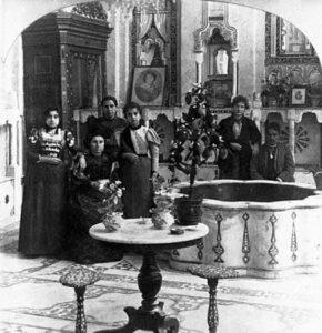 Judisk familj i Damaskus, kring sekelskiftet 1900. Wikimedia Commons.