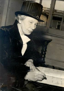 Karin Kock protesterade mot rastänkande och antisemitism. Foto: Reproduktion: KvinnSam, Göteborgs universitetsbibliotek