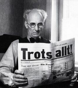 Ture Nerman läser Trots allt! 1942. Foto: KW Gullers