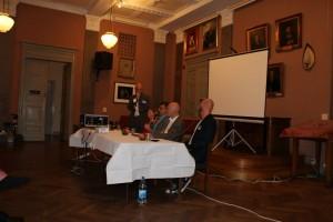 Paneldiskussion med Willy Silberstein, ordf i SKMA, Lena Jersenius, Stéphane Bruchfeld, Henrik Bachner, Mathan Ravid. Foto: Heléne Lööw