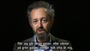 Vittnesmål om antisemitiska trakasserier. Skärmbild från Uppdrag granskning 21/1 2005.