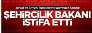"Yeni Akit beskrev Mehmet Kaplans avgång som resultatet av ett mediedrev iscensatt av en ""judisk och armenisk lobby""."