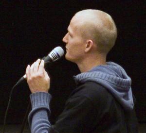 Mikael Cromsjö vid David Ray Griffins föreläsning i Stockholm 11 maj 2009.