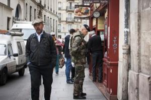 Militär vaktar i de judiska kvarteren i Paris. Foto: Anna Trenning-Himmelsbach